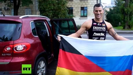 Deutscher Extremsportler in Russland: Marco Henrichs holt beim Schwimm-Marathon die Bestzeit