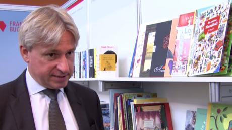 Jürgen Boos, Chef der Frankfurter Buchmesse, im Gespräch mit RT Deutsch.