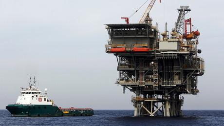 Eine israelische Gasplattform, von einem amerikanisch-israelischen Konsortium, im Mittelmeer vor der Hafenstadt Ashdod, Februar 2013.