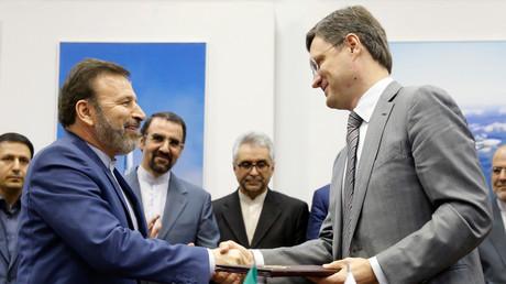Bis dato läuft der bilaterale Handel zwischen Russland und dem Iran über Drittländer wie Zypern oder die Vereinigten Arabischen Emirate. Er wird in US-Dollar oder Euro abgewickelt. Künftig will man den direkten Weg beschreiten.