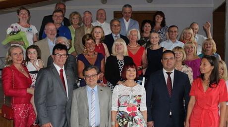 Die Gruppe aus Baden-Baden mit Gerhard Ell (zweiter von links) mit russischen Gastgebern. Zweiter von rechts ist Andrej Rostenko, der Chef der Stadtverwaltung von Jalta .
