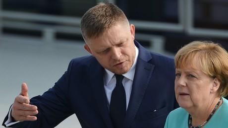 Der slowakische Premierminister Robert Fico und Angela Merkel auf dem Treffen in Bratislava.
