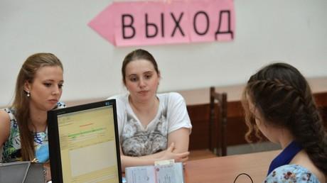Russland will künftig ausländische Software auf staatseigenen Arbeitsgeräten durch in der Russischen Föderation selbst produzierte Alternativen ersetzen.