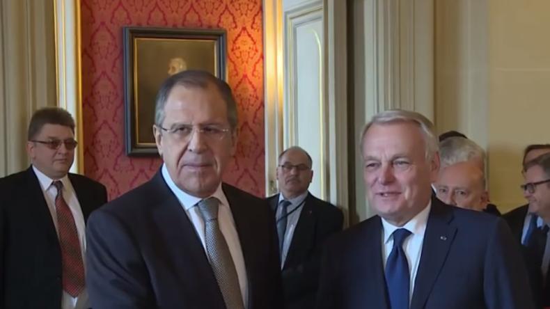 Live: Außenminister Russlands und Frankreichs geben gemeinsame Pressekonferenz in Moskau