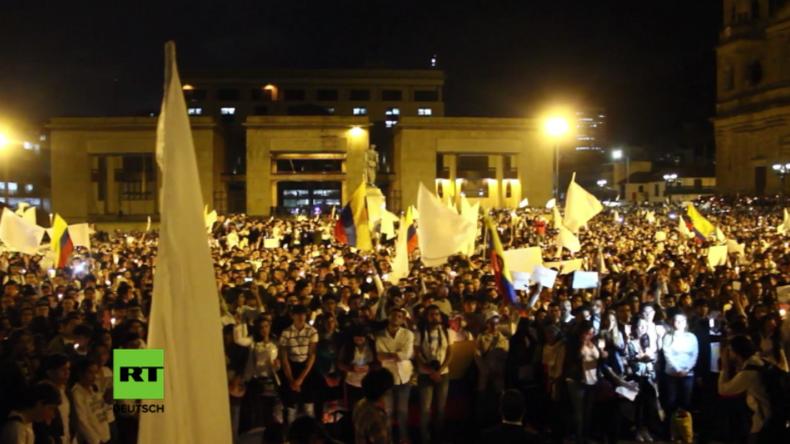 Tausende Kolumbianer marschieren für Frieden mit FARC und Ende des Bürgerkriegs