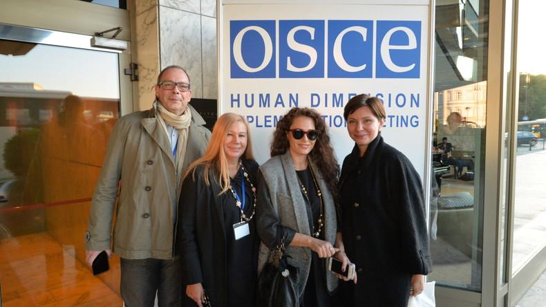Die ukrainischen Menschenrechtsaktivisten Michael Labscho, Elena Bereschna, Irina Bereschnaja und Elena Bondarenko auf der OSZE-Menschenrechtskonferenz in Warschau, September 2016.