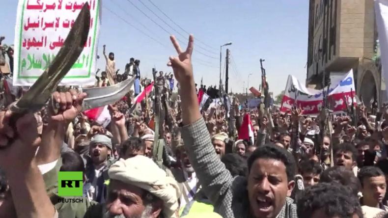 Massiver Protest im Jemen: Saudi-Koalition tötet mit Luftangriff auf Beerdigung über 140 Zivilisten