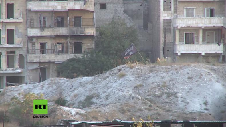 """RT-Exklusiv direkt von der Front in Aleppo: IS- und al-Nusra-Flaggen wehen in den """"Rebellengebieten"""""""