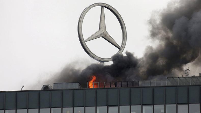Wahrzeichen von West-Berlin in Flammen: Brand im Europa-Center [Video]