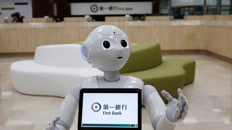 In einer taiwanesischen Bank begrüßt der Roboter Pepper die Kunden.