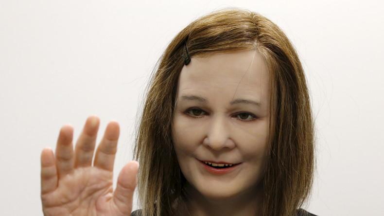 Nadine: Ein humanoider Roboter, der sogar selbständig auf Menschen reagiert und mit diesen interagiert.