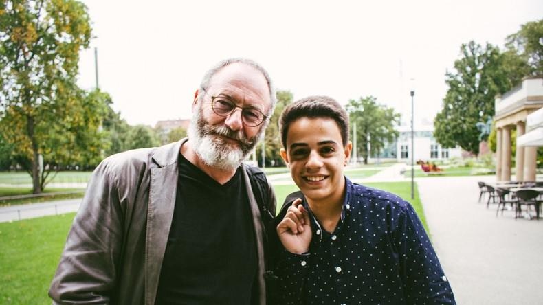Game of Thrones-Schauspieler besucht syrischen Flüchtling in Deutschland