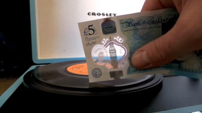 Harte britische Währung: Mit neuem 5-Pfund-Schein spielt man Vinyl-Platten ab [Video]