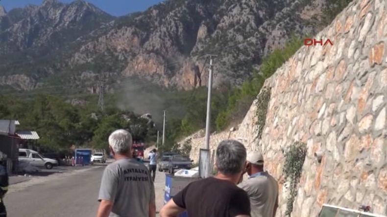 Türkei: Autostraße Antalya-Kemer mit Raketen beschossen