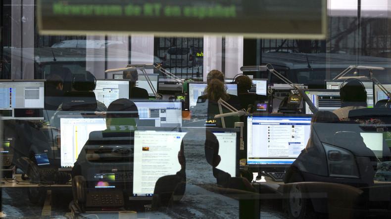 Eifrige Recherche im Newsroom von RT International.