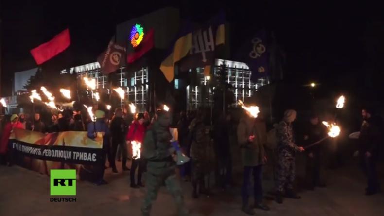 """Ukraine: Nationalisten marschieren zum """"Tag des Verteidigers der Ukraine"""" und Gründungstag der UPA"""