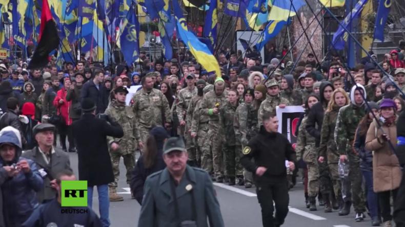 Kiew: Tausende Rechtsradikale erinnern an Gründung der UPA - Die Armee, die mit Hitler kollaborierte