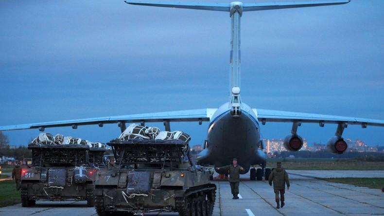 Russische Fallschirmjäger üben mit ägyptischen Kollegen in Nordafrika