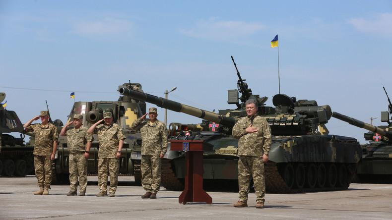 Petro Poroschenko übergibt Armee insgesamt 150 Panzer, Hubschrauber und Flugzeuge