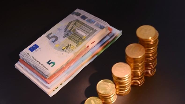 Griechenlands Polizei nimmt am Flughafen Athen eine Russin mit 2,3 Millionen Euro in bar fest