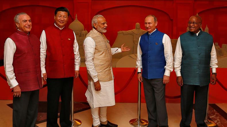 Putin bei BRICS-Gipfel: Anzugfarbe habe ich nicht selbst gewählt