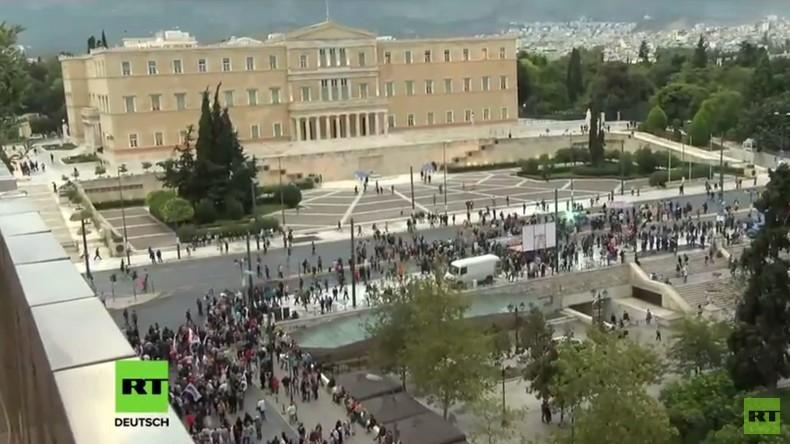 Live: Großdemonstration gegen Kürzungen in Athen – Drohnenaufnahmen