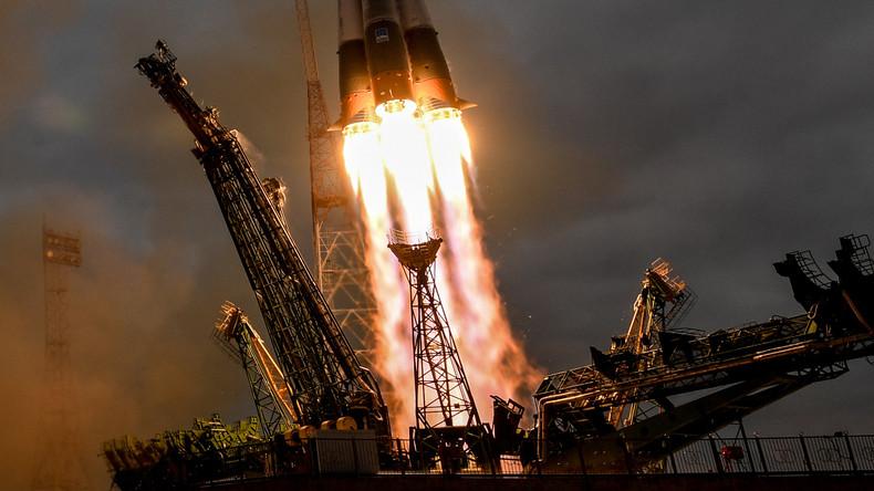 Russische Sojus-Rakete mit neuer ISS-Besatzung erfolgreich gestartet - Video