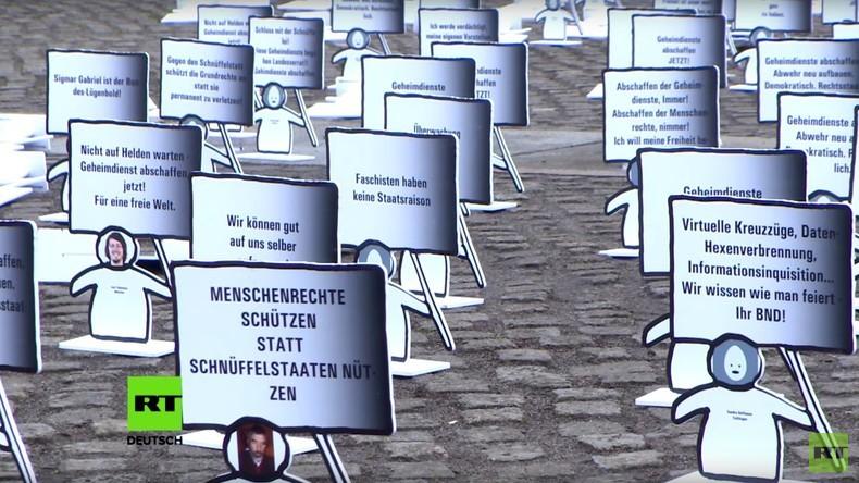 Berlin: Proteste vor dem Reichstag gegen das neue BND-Gesetz