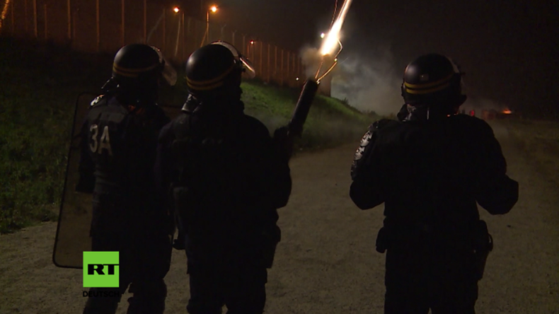 """Camp-Abriss am Eurotunnel: Zusammenstöße im """"Dschungel von Calais"""" vor geplanter Räumung"""