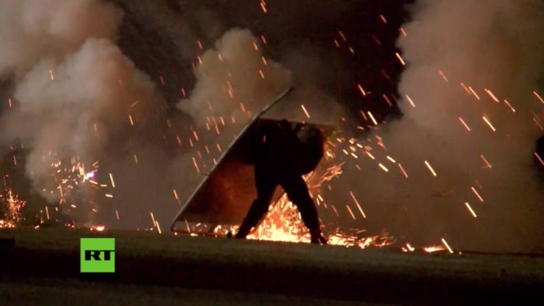 Dschungel von Calais: Nach Räumungsbeginn im Camp folgt Krawallnacht – Polizei setzt Tränengas ein