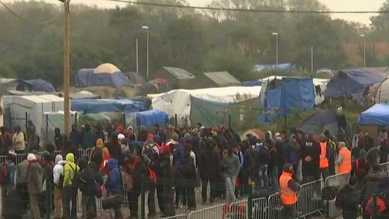 Frankreich: Flüchtlingslager von Calais steht in Flammen