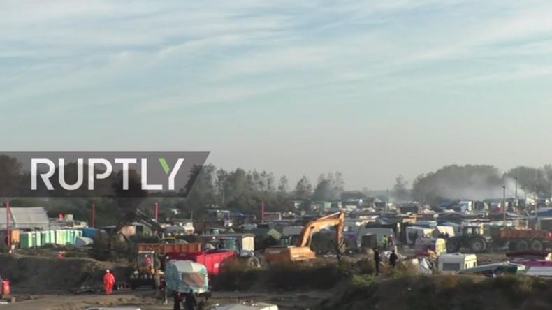 """Live: Nach Räumung des """"Dschungels von Calais"""" wird Camp abgerissen"""