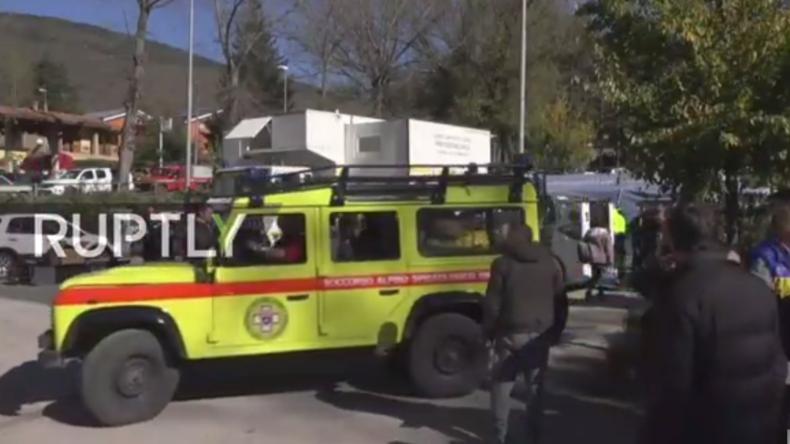 Live aus Italien: Rettungsdienste und Helfer versuchen die Lage in Norcia in den Griff zu bekommen