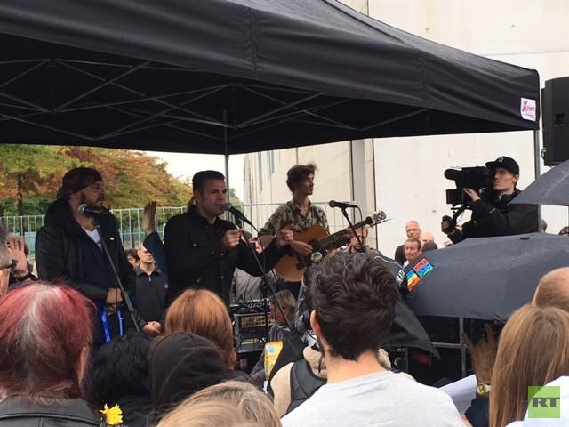 Protest vor dem Bundeskanzleramt: Kriege und wirtschaftliche Ungerechtigkeit beenden