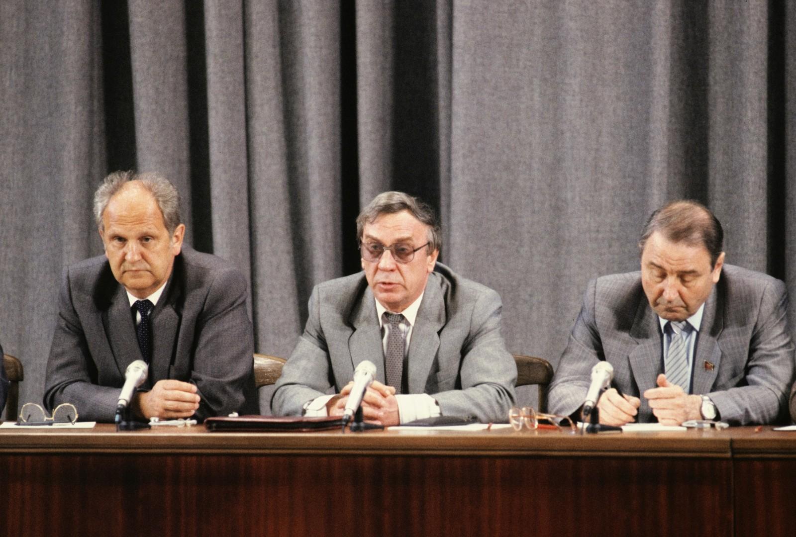 Mitglieder des Komitees für Ausnahmezustand, das am 19. August 1991 den Präsidenten der UdSSR Michail Gorbatschow für abgesetzt erklärten.