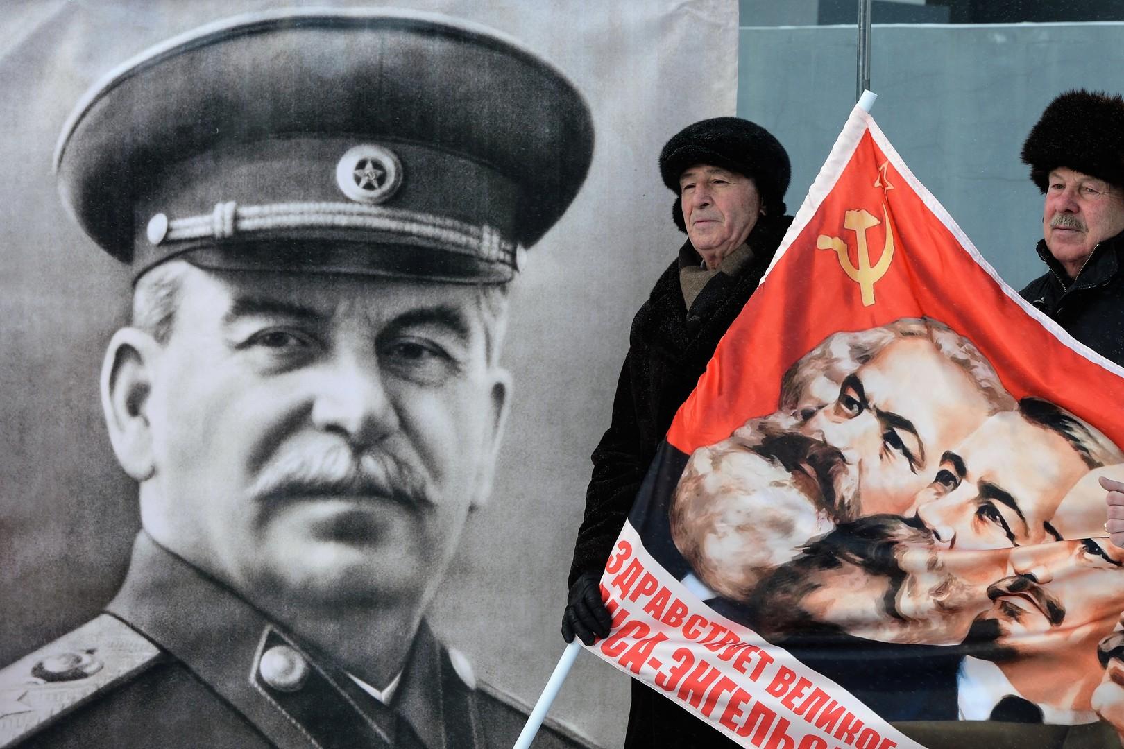 Aktion der Kommunistischer Partei Russlands zu Geburtstag des Oberbefehlshabers UdSSR J. Stalin in Nowosibirsk, 2015