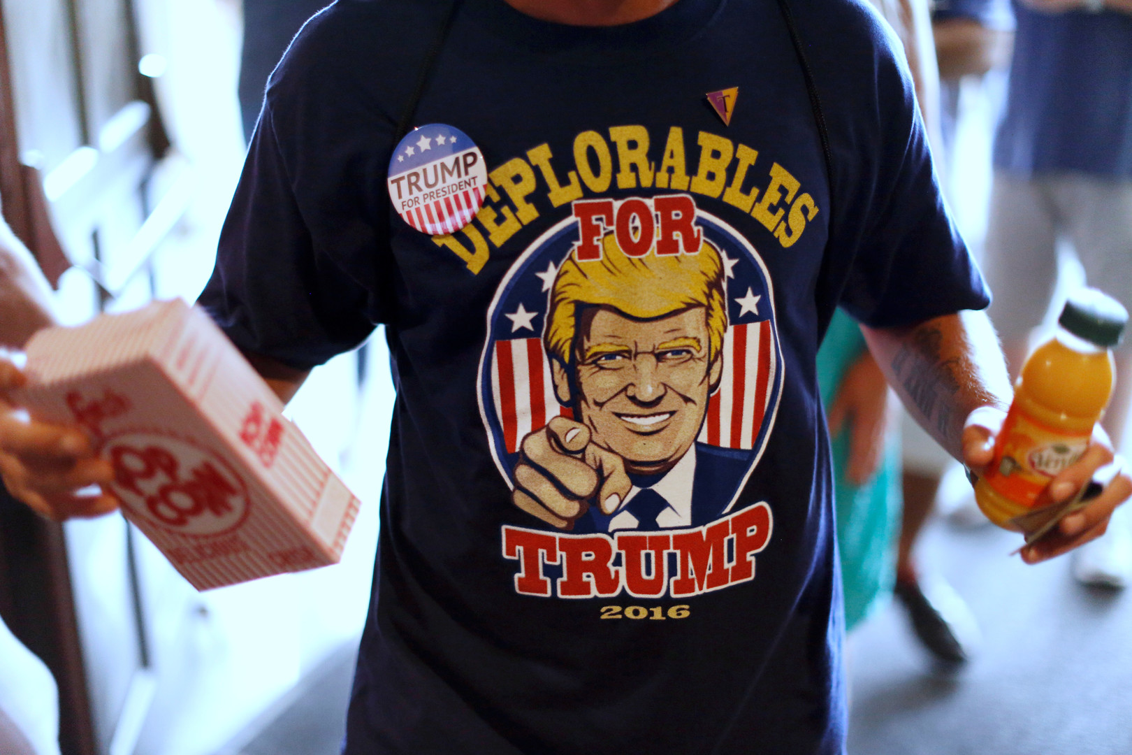 """Die """"Erbärmlichen"""" stimmen für Trump. """"Deplorable"""" ist ein Wort, mit dem Hillary Clinton einst alle Trump-Anhänger abgestempelt hat."""