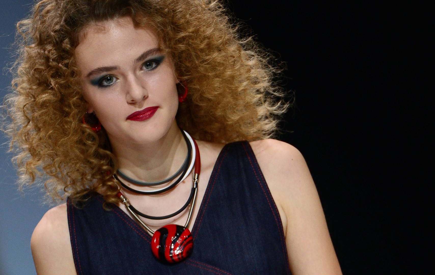 """Ein Modell des Modehauses """"RinaR"""""""