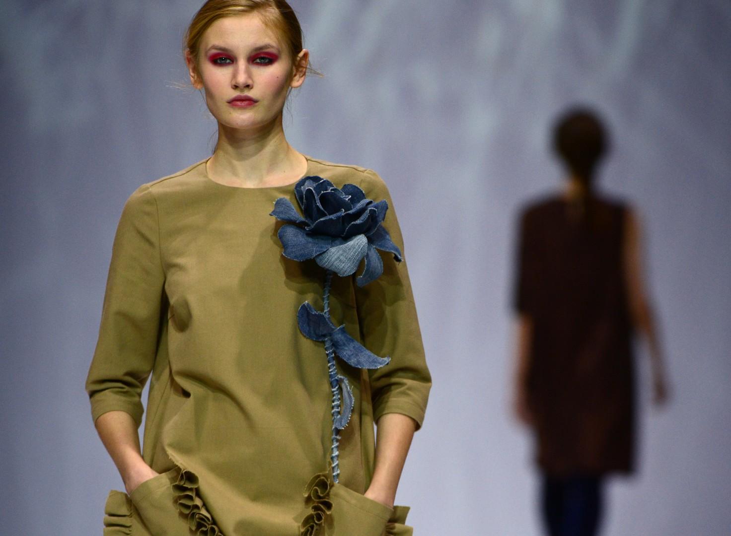 "Ein Modell des Modehauses ""SERGEY SYSOEV"""