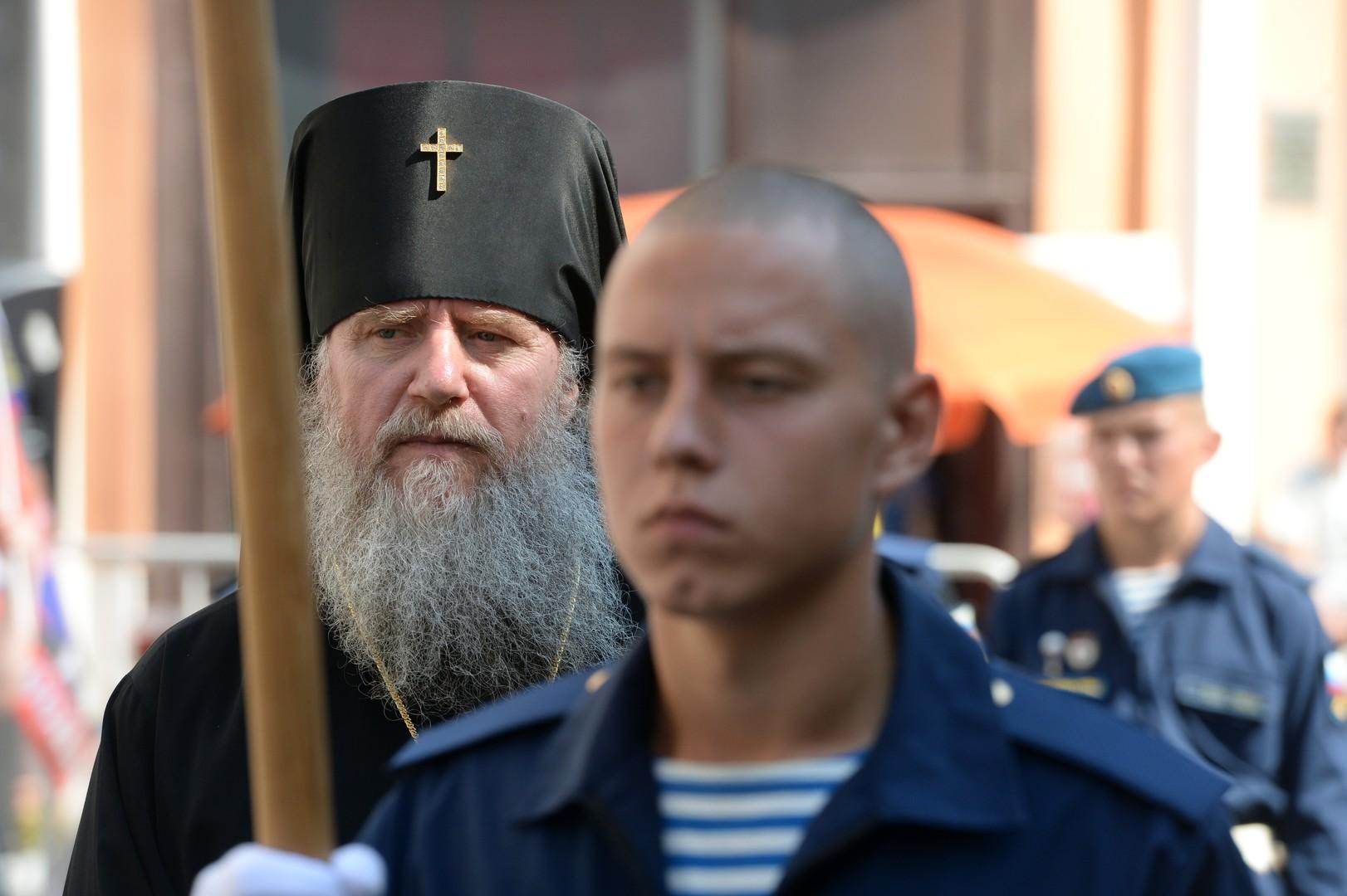 Eine orthodoxe Prozession in Moskau am Gedenktag des Propheten Elija, der als Schutzheiliger der russischen Fallschirmjäger gilt.