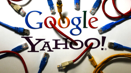 Knüppeldick kommt es derzeit für den US-Internetriesen Yahoo: Nach dem Bekanntwerden des Zugriffs von Hackern auf Kundendaten gerät das Unternehmen nun auch auf Grund seiner Zusammenarbeit mit US-Überwachungsbehörden in die Schlagzeilen.