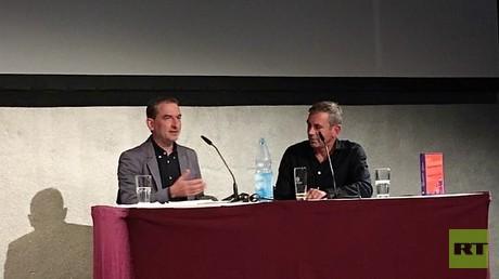 Boris Schumatzki und Wladimir Kaminer am 4. Oktober in der Kulturbrauerei Berlin.