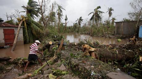 Auf Haiti befürchten die Behörden, nachdem Hurrikan Matthew die Insel heimgesucht und weitgehend zerstört hat, nun auch den Ausbruch der Cholera. Auch in Teilen Floridas, das der Sturm demnächst erreichen dürfte, wird mit dem Schlimmsten gerechnet.