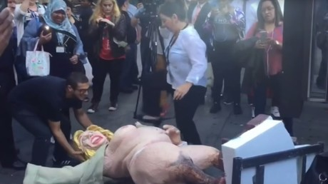Halbnackte Skulptur Hillary Clintons sorgt für Prügelei in New York