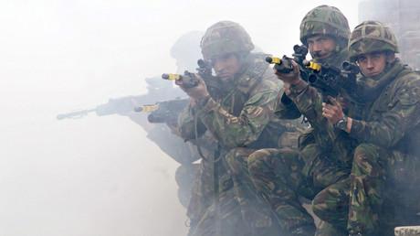 NATO-Übrung im Hohen Norden: Soldaten des British Royal Marines Commando trainieren in Dänemark, Mai 2007.