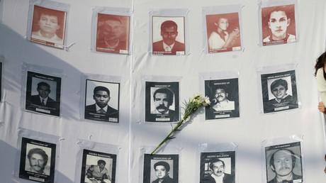 Unterstützer eines Friedensabkommens zwischen Regierung und Guerilla demonstrieren in der Hauptstadt Bogota mit Bildern der Verschwundenen, 12. Oktober 2016.