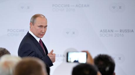 Kann zufrieden sein: Wladimir Putin sieht sich keinen neuen Sanktionen des Westens ausgesetzt.