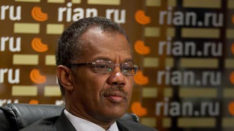 Mohammed Hussein Hassan Zarug, Botschafter der Republik Sudan, während einer RIA Novosti Pressekonferenz nach dem IStGH-Haftbefehl im Jahr 2009 gegen den Präsidenten des Sudan Omar Hassan Ahmad al-Bashir.
