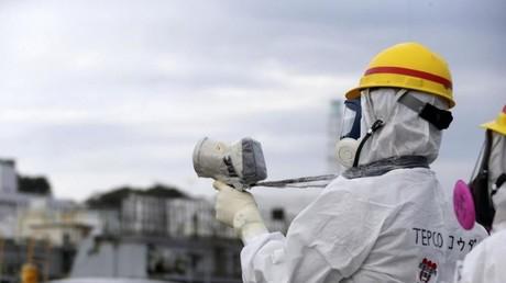 Ein Mitarbeiter von Tepco bei der Arbeit in Fukushima