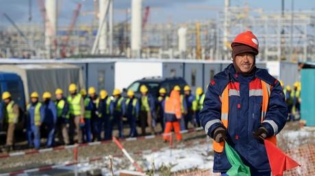 Arbeiter am Bau des ZapSibNeftekhim, dem größten petrochemischen Industriekomplex in Tobolsk.